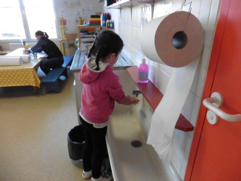 lavage-des-mains-avec-hugo-1