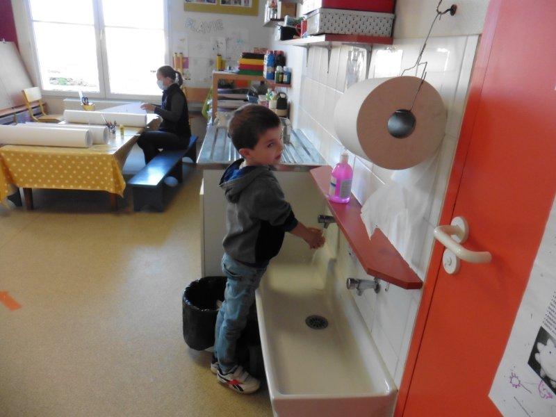 lavage-des-mains-avec-hugo